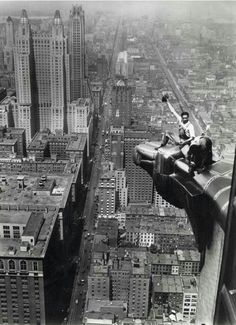 High above New York two cleaners clean a corner ornamentation eagle of the Chrysler Building, Photography Essentials, City Photography, Landscape Photography, Old Pictures, Old Photos, Vintage Photographs, Vintage Photos, Black And White City, Vintage New York