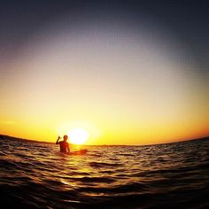 波待ちサンセット Waiting for My Waves in Sunset. 1日の集大成全てが解放された至福のひと時です #沖縄 #恩納村 #サンセット #サーフィン #サーファー #サーフィンスクール #海 #水平線 #気分最高 #surfing #sea #sunset #Okinawa #island #onnason #good #instagood #feelgood #