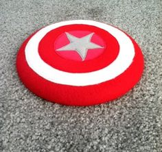 decorate a frisbee as Captain America's shield for games
