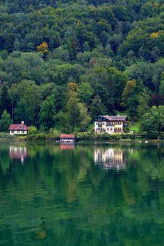 Le superbe lac Mondsee, dans le Salzkammergut (Autriche) Road Trip, River, Outdoor, Siena, In The Rain, Austria, Vacation, Outdoors, Road Trips