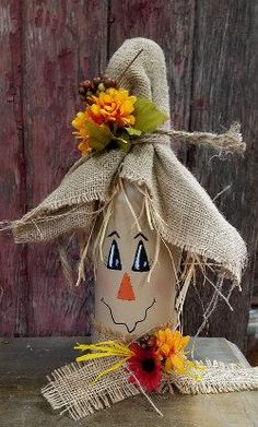 Unique ideas for DIY scarecrow bottles that enrich your creative arts … - DIY CRAFTS Fall Wine Bottles, Wine Bottle Art, Painted Wine Bottles, Wine Bottle Crafts, Mason Jar Crafts, Wine Bottle Decorations, Halloween Wine Bottles, Beer Bottle, Wine Decor