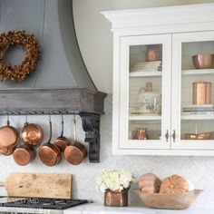 Farmhouse Kitchen Fall Decorating Ideas – Sanctuary Home Decor Farmhouse kitchen with fall decorating. Glass front cabinets with copper accents. Fall Kitchen Decor, Fall Home Decor, Autumn Home, Kitchen Ideas, Kitchen Board, Kitchen Pantry, Kitchen Inspiration, Style Inspiration, Modern Farmhouse Kitchens