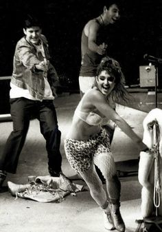The Beastie Boys chasing Madonna around the stage during her show at Madison Square Garden, 1985. pic.twitter.com/ApPaugBYfh