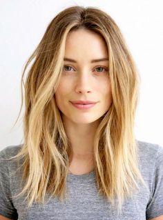 Moderne Frisur mit blonden strähnchen