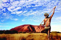 Aborigène devant Uluru