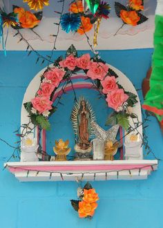shrine of Pink Roses and Guadalupe by Ilhuicamina. Kitsch, Home Altar, Colorful Roses, Exotic Flowers, Purple Flowers, Altar Decorations, Mexican Folk Art, Blessed Mother, Mother Mary