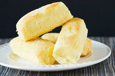 DIY: Homemade Twinkies Recipe via Flynn (Brown Eyed Baker) Hostess Snacks, Hostess Twinkies, Homemade Twinkies, Just Desserts, Dessert Recipes, Dessert Ideas, Cake Ideas, No Bake Cake, Cooking Recipes