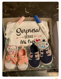 Second Baby Announcements, Creative Pregnancy Announcement, Baby Announcement Pictures, Baby Belly Pictures, Mom Dad Baby, Surprise Pregnancy, Cute Kids Pics, Baby Gender, Baby Body