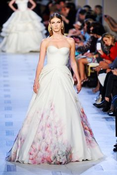 Zac Posen ❤️ ...I don't know if this is a wedding Dress ...But I think that if your wanting something new fresh this is the gown..