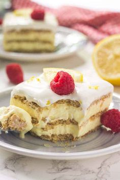 This super easy lemon icebox cake is perfect for summer. Only 5 ingredients & 15 minutes to make this delicious treat. Icebox Desserts, Icebox Cake Recipes, 13 Desserts, Dump Cake Recipes, Lemon Desserts, Lemon Recipes, Summer Desserts, Sweet Recipes, Dessert Recipes