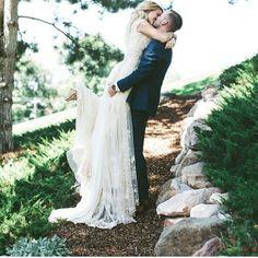 Just Love. | Brautkleid von alta moda | #love #kiss #hochzeit #hochzeitsfoto | repinned by @hochzeitsplaza
