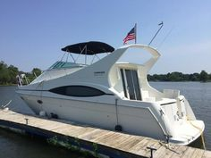 Specifications for the 1998 Carver Yachts 350 Mariner. This vehicle is presented courtesy of Williams Yacht Group