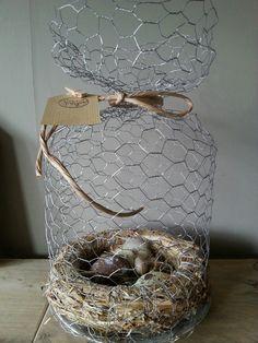 DIY kippengaasstolp met strokrans en eitjes