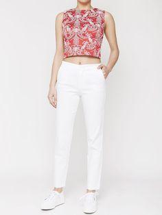 Γυναικείο παντελόνι cropped σε ανάγλυφο ύφασμα  Τιμή: 89,00 €  Θα το βρείτε εδώ: http://goo.gl/lc8RcA