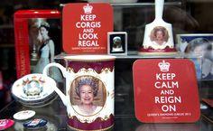 Memorabilia da Rainha Elizabeth II da Inglaterra em shopping central de Londres. A comemoração de 60 anos do reinado é feriado nacional e vai até o dia 5 desse mês.