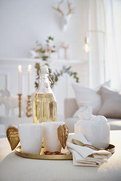 Den vita julen med guldinslag känns krispig och uppdaterad.