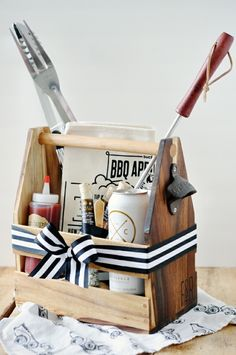 20 DIY gift baskets for men that you can use as inspiration to give your guy the perfect gift. Customize & personalize these gift baskets however you want! Bbq Gifts, Diy Father's Day Gifts, Father's Day Diy, Craft Gifts, Homemade Gifts For Men, Diy Gifts For Men, Homemade Food, Gift Baskets For Him, Diy Gift Baskets
