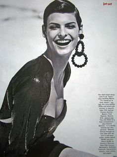 Linda Evangelista in Jet Set for Vogue, September 1989 Shot by Peter Lindbergh Styled by Carlyne Cerf de Dudzeele Peter Lindbergh, Linda Evangelista, High Fashion Photography, Lifestyle Photography, Editorial Photography, Jet Set, 1980s Looks, Paolo Roversi, Vogue Us