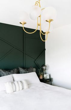 Emerald Green Bedrooms, Green And White Bedroom, Green Bedroom Walls, Dark Green Rooms, Green Accent Walls, Green Bedroom Decor, Accent Wall Bedroom, Room Ideas Bedroom, Emerald Bedroom