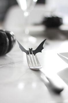 30 Dramatic Halloween Table Décor Ideas