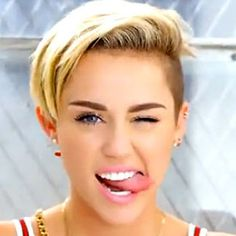 I don't really like Miley personally but I love her in this video!!!!! Her skin is so perfect!!