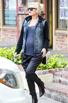 Stress-Free Gwen Stefani and her Baby Bump keep up with their Acupuncture Appointments - Part 2