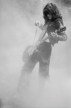 © Terry O'Neill -   Jimmy Page, Floride, 1977.