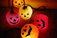Shared by FallenAngel †. Find images and videos about light, Halloween and pumpkin on We Heart It - the app to get lost in what you love. Halloween Sweets, Halloween Boo, Holidays Halloween, Happy Halloween, Halloween Decorations, Halloween Costumes, Halloween Rocks, Halloween Tumblr, Halloween Pictures