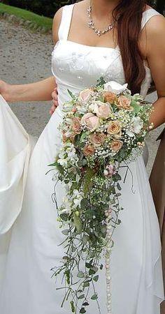 cascading bouquet Cascading Wedding Bouquets, Bridal Flowers, Flower Bouquet Wedding, Floral Bouquets, Floral Wedding, Pink Flowers, Trailing Bouquet, Cascade Bouquet, Bella Wedding