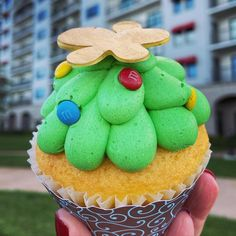 An adorable -- and delicious -- Christmas cupcake is available at Disney's Riviera Resort this Holiday season. White Chocolate Mousse, Chocolate Truffles, Vanilla Cupcakes, Yummy Cupcakes, Christmas Cupcakes, Christmas Treats, Gold Fondant, Yummy Treats, Sweet Treats