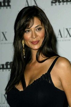 Speculations about Catherine Bell plastic surgery are also attributed to the fact that she looks younger than her age. Beautiful Celebrities, Beautiful Actresses, Beautiful Women, Classic Actresses, Catherine Zeta Jones, Katherine Bell, Lisa Bell, Bell Image, Brunette Beauty
