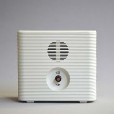 From the mid-1950s, the Braun brand was closely linked with the concept of German modern industrial design and its combination of functionality and technology.