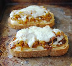 Caramelized onion and grilled fontina cheese sandwich ♥