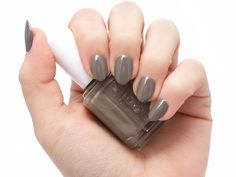 Nails essie Winter 2017 Nail Polish in Social Lights Wedding Cake Toppers: Important Things To Know Dark Green Vegetables, Anti Oxidant Foods, Nails 2017, Nail Polish Collection, Nude Nails, War Paint, Diy Garden Decor, Essie, Healthy Hair
