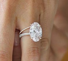 blake lively pink oval diamond engagement ring Blake Lively's ring features a flawless oval-cut pink diamond with a . Blake Lively Ring, Blake Lively Engagement Ring, Blake Lively Wedding, Celebrity Engagement Rings, Diamond Engagement Rings, Oval Engagement, Engagement Ideas, Engagement Jewelry, Do It Yourself Jewelry