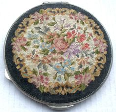 VINTAGE PRE-WAR FRENCH POWDER COMPACT. MIRROR & EMBROIDERED FLORAL Lid.Diam 3ins