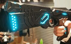 """This """"Dominator"""" Replica Gun From The 'Psycho Pass' Anime Can Actually Transform [Video]"""