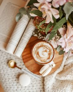 Coffee And Books, I Love Coffee, My Coffee, Coffee Pics, Cozy Aesthetic, Beige Aesthetic, Flat Lay Photography, Coffee Photography, Coffee Flower