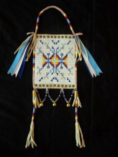 Cowan's Auctions: The Midwest's Most Trusted Auction House / Antiques / Fine Art / Art Appraisals Native American Clothing, Native American Regalia, Native American Beadwork, Native American Fashion, Powwow Beadwork, Native Beadwork, Powwow Regalia, Beaded Purses, Beaded Bags