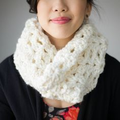 "Crochet this beautiful and warm ""Round Shell Stitch Cowl"" using my free pattern and step-by-step tutorial!"