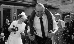 Svatební fotograf Pro více informací a rezervace termínu svatby nás kontaktujte na email: info@fotoemotion.cz, tel. +420 605 765 101  Při současném využití služeb SVATEBNÍHO FOTOGRAFA a SVATEBNÍHO KAMERAMANA získáváte slevu 40%.