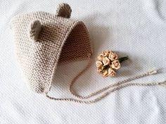 En la siguiente vuelta, vuelta 8, haz 2 puntos, aumenta 1, teje 24 puntos. De esta forma y tejiendo 7 vueltas entre aumento y aumento aumentaras 8 puntos en total. Knitting For Kids, Crochet For Kids, Crochet Baby, Newborn Crochet, Baby Knitting, Kids Hats, Baby Hats, Knitted Hats, Knitted Dolls