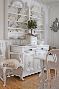 VIBEKE DESIGN: Natural and white ... but signs of spring sneaks into ...