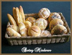 learn to sculpt Dollhouse Bread with IGMA Fellow Betsy Niederer