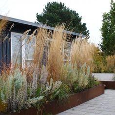 KJELD SLOT: Mere naturlighed med græsser i sommerhushaven Rooftop Garden, Balcony Garden, Outdoor Life, Outdoor Gardens, Landscape Architecture, Landscape Design, Garden Cottage, Contemporary Garden, Front Yard Landscaping