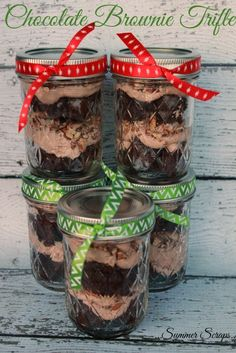 chocolate brownie dessert trifle recipe gift jar in a Chocolate Brownie Trifle Chocolate Brownie Trifle Gift in a Jar Dessert RecipeYou can find Brownies in a jar and more on our website Brownie Trifle, Brownie Desserts, Oreo Dessert, Mini Desserts, Coconut Dessert, Dessert In A Jar, Trifle Desserts, Chocolate Desserts, Dessert Recipes