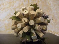 Wine Cork Deco Balls - a styrofoam ball, hot glue gun, and the wine corks. Just hot glue the corks and hold them on the styrofoam working your way around. You can bend wire to decorate or add flowers. Wine Cork Centerpiece, Party Centerpieces, Aisle Decorations, Centrepieces, Wine Cork Crafts, Wine Bottle Crafts, Wine Bottles, Wine Cork Table, Wine Corks