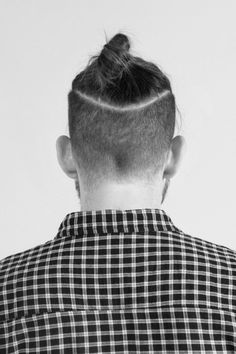The Undercut Bun Aka The Top Knot - Hairstyles & Haircuts for Men & Women Undercut Ponytail, Undercut Men, Undercut Hairstyles, Hairstyles Haircuts, Haircuts For Men, Fashion Hairstyles, Undercut Back, Hairstyle Men, Wedding Hairstyles