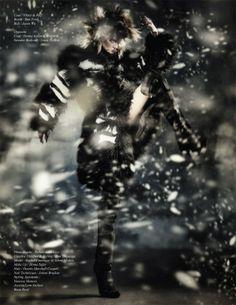 Rachel Finninger in 'Nomadic Huntress' by Robert John Kley for Schön! Magazine 23
