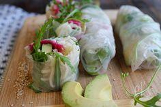Recette de rouleaux de printemps aux nouilles, avocat et radis red meat - Ingrédients : 8 feuilles de riz, 1 avocat, 1 radis red meat, 100 g de nouilles...